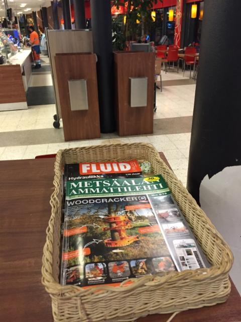 Teboil Pirkanhovissa Lempäälässä Metsäalan Ammattilehti on ollut lukulehtikorin vakioluettavaa jo vuosia - nyt teknistä taukolukemista löytyy myös FluidFinlandista