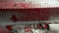 Tuplakiinnike ja rautahampaat sekä tolppien liukuestesermit vaativat kiinnikkeiltä tukevan otteen.