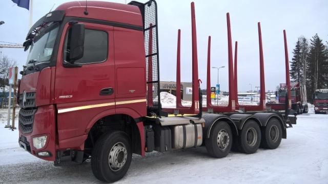 Suomen pohjoisin puutavara-auto on TerminatorMersu.