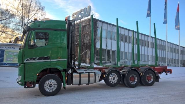 Puistometsäpalvelu Oldenburg Oy:n uusi tyylikäs SISU Polar Terminator XXL kuormatilalla lähti ajoon Karjaan tehtaalta uuden vuoden kunniaksi - Suomalaista Sisua!