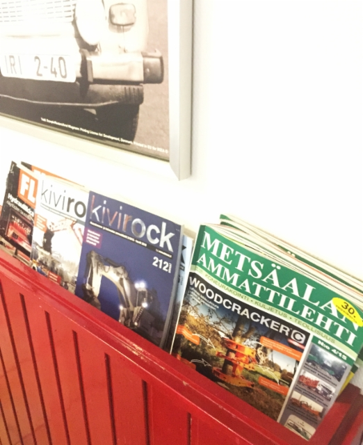 Stop-Cafe Nurmijärvellä Hki-Tre moottoritien varrella on rekkamiesten suosittu taukopaikka - niinpä lukulehdissä suositaan aitoja Ammattilehtiä