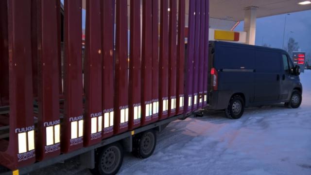 100 kpl:n - tammikuu 2016 tarjouserän ensimmäinen toimituskuorma matkalla pohjoiseen.