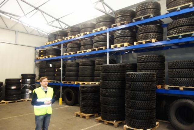 Volvo Truck Center Turun rengasvaraston laajaa valikoimaa