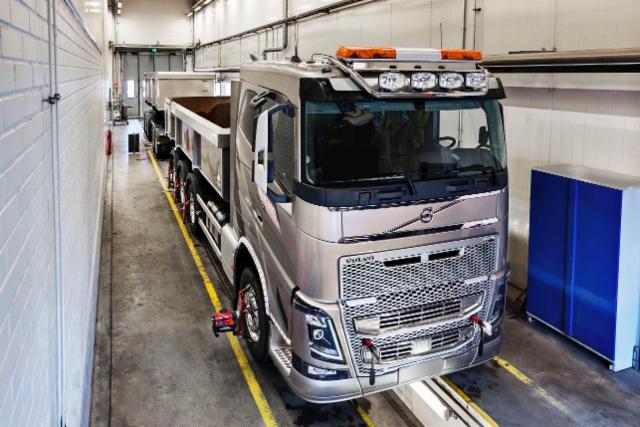 Volvo Truck Center Turun tarjoama analysointipalvelu on ensimmäinen laatuaan Suomessa, ja siinä käytettävä mittauslaitteisto ja menetelmät ovat alansa huippua