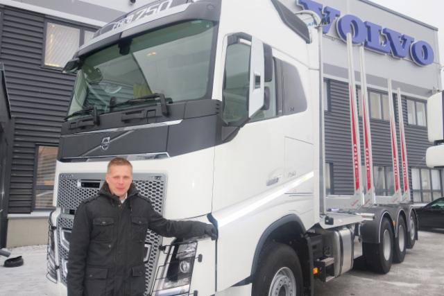 Tuotepäällikkö Juha-Matti Raatikainen esitteli Volvon vahvuutta puutavara-autoissa