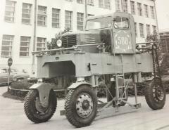 500. Valmetin valmistama laudankuljetusauto Lukki, mikä oli Valmetin trukkituotannon ensi askelia kohti Sisuja ja Kalmareita