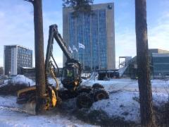 Ponsse Scorpion puistotyömaalla Espoon Keilarannassa Fortumin ja Microsoftin pääkonttoreiden edustalla