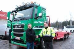 Puistometsäpalvelu Oldenburg Oy:n uusi Sisu Polar metsäkoneenkuljetusauto