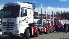 Veljekset Kauppinen Oy Sonkajärveltä hankki puutavara-autoksi nyt Mersun neliakselisen, 2+2 tyyppisen 35 tonnin kokonaispainoisen 3263 veturin.