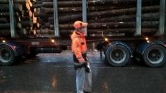 Terminatorit kestävät käytössä isältä pojalle. Suomalaista teräsmiestekniikkaa puutavaran maantiekuljetusten talousen ja turvallisuuden hyväksi.