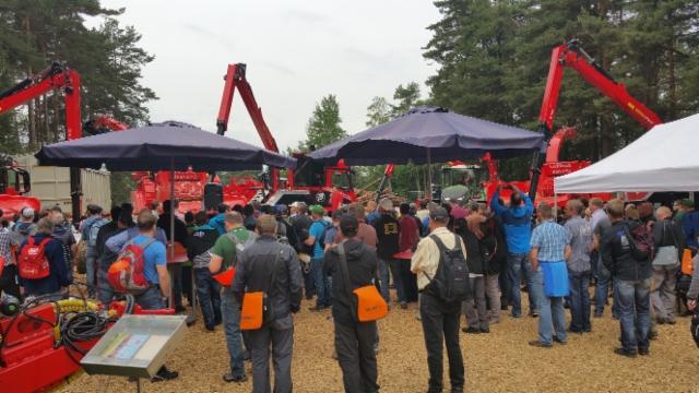 KWF 2016 metsämessuilla Saksassa bioenergia oli vahvasti esillä - hakkurivalmistaja Eschlböckin osastolle oli tungosta