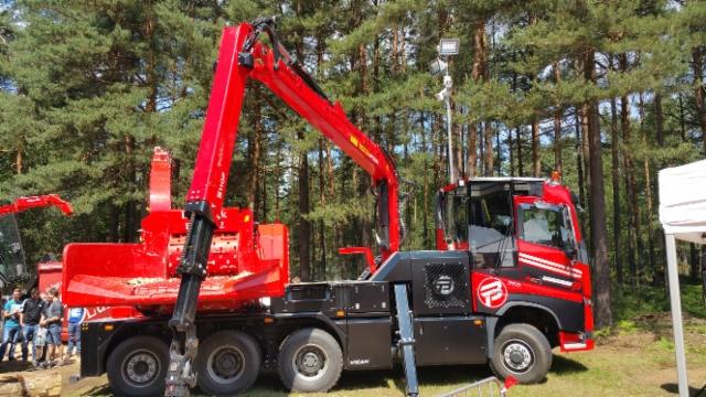 KWF 2016 -messujen suurin hakkuripuolen uutuus oli Eschböck Biber Power Truck VICAN -autohakkuri mikä perustuu Volvo FH750 malliin