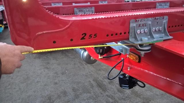 Terminatoreitten nerokkaat kiinnikesarjat sopii kaikkiin perävaunuihin ja autoihin ilman hitsauksia ja asennusmaalauksia. Mittaus asennuksen yhteydessä tehdään näin.