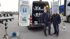 Hella Valovoimakiertue 2016 Lappeenranta 10.10. Auto-Kilta - kuvassa Örum Oy:n Tapani Arokoski ja Ulf Lindstedt