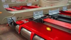 ESSEMATICIN kuormankiristin on suojassa siirtokotissa ja se antaa mahdollisuuden sitoa takanippu hydraulilukitteiseen pakettiin.