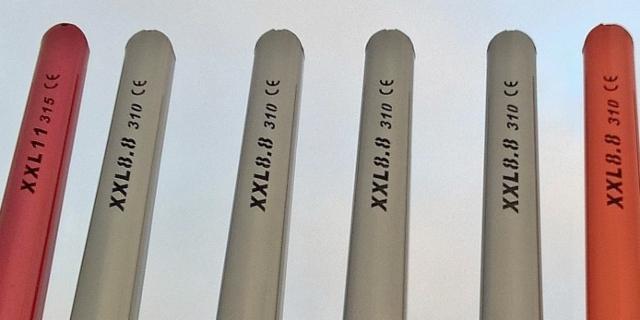 Lasermerkitty pankkotyyppi (XXL) lujuusluokka (8.8 ja 11 ) tolppamitta (3.15 m ja 3.10m) , sekä CE vaatimuksien mukaisuusvakuutus. Pankkorungossa lisäksi pankon leveysmitta 2.55m .