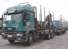 Iveco puutavara-autoja vuosien varrelta...