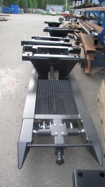 Sisäpuolisesta nosturitelineestä on kehitetty korotettuja malleja, jotka helpottavat nosturiloveusta.