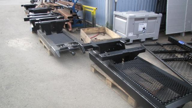 Nosturitelineitä ja apurunkopaketteja toimitetaan tRiikoselta irtopaketteina , niin Suomeen, kuin vientiinkin.