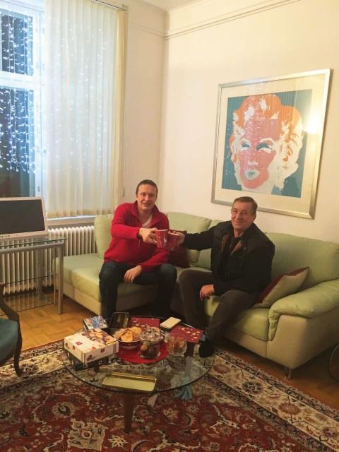 Salo-Machineryn Pertti Salo poikkesi jouluglögillä Ammattilehden Janne Jokelan luona Helsingissä