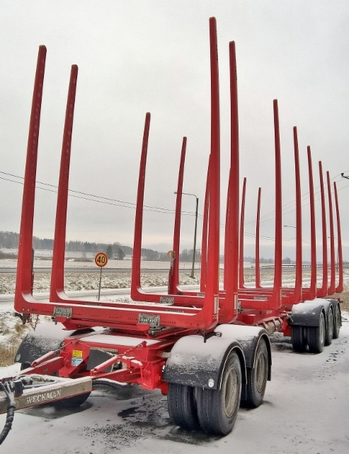 Neljän kolmosnipun perävaunu 11.8 m j paino 7.600 kg. Kuormatilaa vaunussa 90 m3 !!!