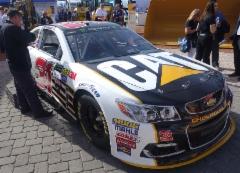 Las Vegasissa ajettiin samana viikonloppuna myös Nascar sarjan osakilpailu. Cat näkyy jenkkilässä vahvasti autourheilussa.