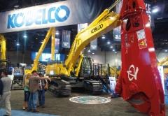 Kobelco SK500 LC kaivukoneeseen sopii vähän isommatkin työlaitteet.