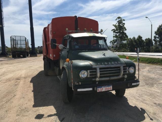 Pitkään palvellut Bedford jäteauto (Ponssen Uruquayssa olon 10-vuotisjuhlat Paysandussa ja uuden palvelukeskuksen avajaiset)