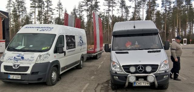 Pentti Varpamäki huoltaa suurta puutavara-autoilijajoukkoa X1R lisäaineilla. Käyttöikää ja tuottavia kilometrejä moottorin,  voimalinjan ja hydrauliikan X1R huollolla.