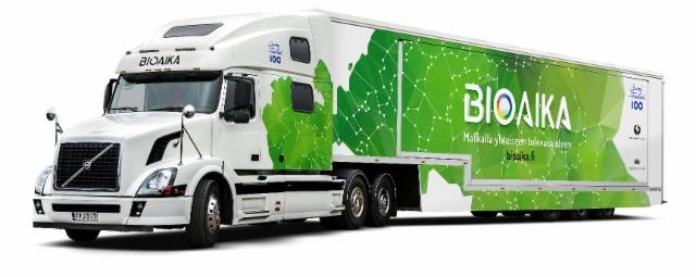 Bioaika-tapahtumakiertue on metsäsektorin lahja 100-vuotiaalle Suomelle ja sen nuorille. Bioaika-rekan tuottavat yhdessä Metsähallituksen Tiedekeskus Pilke ja Tiedekeskus Tietomaa. Kiertueen päärahoittajia ovat Suomen Metsäsäätiö ja Metsämiesten Säätiö.