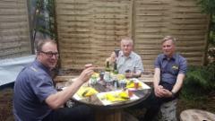 Demo Forest 2017 Belgia - tj Juho Nummela ja ja Ponssen uusi markkinointipäällikkö Juha-Matti Raatikainen (oik.) lounaalla Belgian suurimman Ponsse asiakkaan eli Roger Lejeunen kanssa joka työskentelee myösi Chilessä ja Venäjällä.