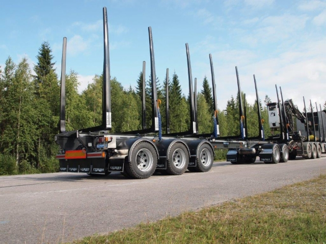 Perävaunu on monikäyttöinen säätöpituusvaunu hydraulisella pituudensäädöllä.