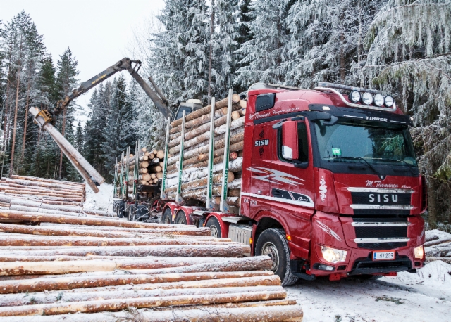 Uusi Sisu Polar Timber 8x4, Mauri Tuominen, Hausjärvi