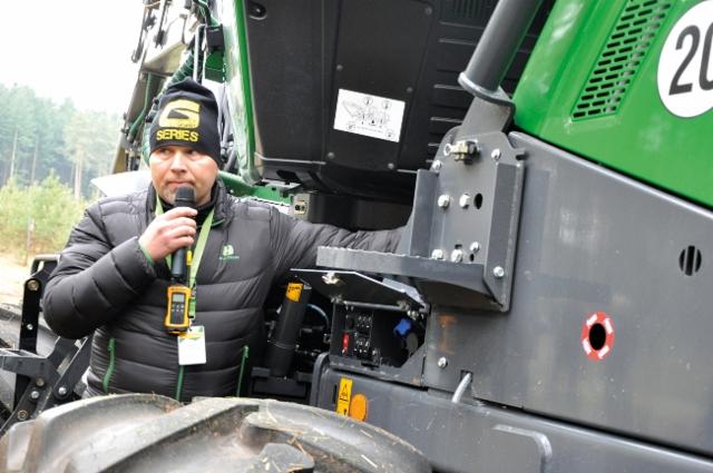 John Deere esitteli uutuksia maaliskuussa 2018 Saksassa Klinkissä - kuvassa Sakari Suuriniemi