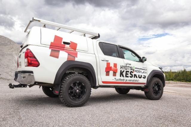 AMMATTILEHTI KOEAJAA: Toyota Hilux 2.4 D-4D 150 A6 Hyötyajoneuvokeskus - Laatuvarustelulla pick-up muuntuu työkaluksi ammattikäyttöön