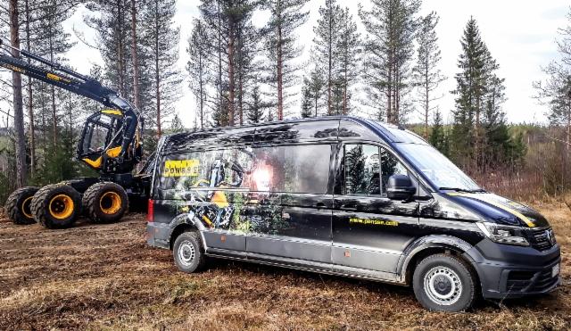 AMMATTILEHTI KOEAJAA: Volkswagen Crafter 4MOTION Tamlans retkeilyauto - Monikäyttöinen Ponsse-auto