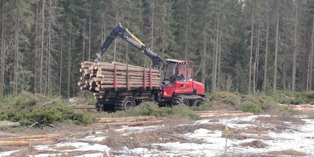 Komatsu Forest järjesti 30.3.2019 työnäytöksen Parkanossa yhteistyössä Metsäparooni Oy:n kanssa. Työnäytteen antoivat parkanolaiset MPJ Forest Oy kahdeksanpyöräisellä Komatsu 901XC hakkuukoneella ja Toni Saine Komatsu 845 kuormatraktorilla.