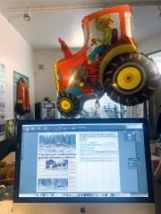 Ammattilehden toimistolla Helsingin Kruununhaassa vietetään Vappua perinteisesti työn merkeissä. Aamulla saatiin valmiiksi painoon lähes 300-sivuinen Kivirock-lehti ja nyt työn alla on toukokuun 150-sivuinen Metsäalan Ammattilehti