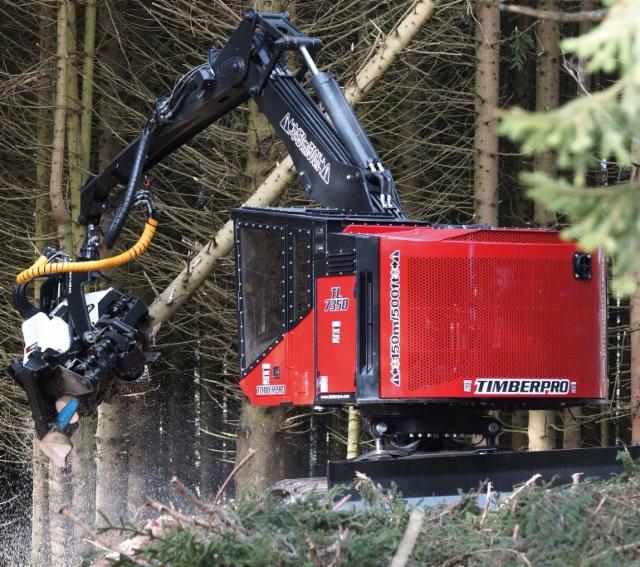 AFM 60 harvesteripää asennettuna Timber Pro alustakoneeseen Kanadassa