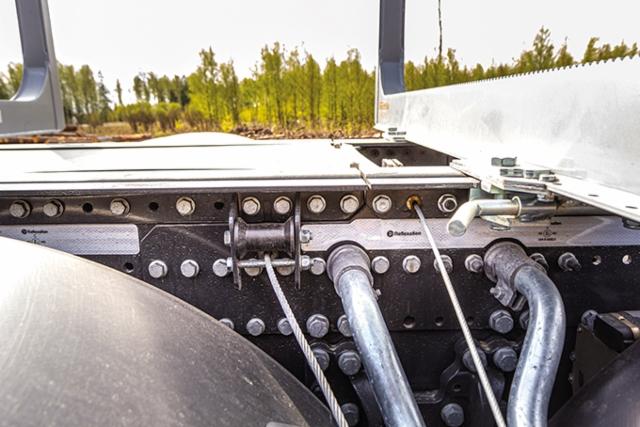 AMMATTILEHTI KOEAJAA: Scania R 650 XT 8x4*4 puutavara-auto - Hand made in Jyväskylä