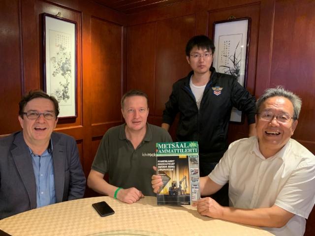 Metsäalan Ammattilehden Janne Jokela oli Tamtronin Pentti Asikaisen kutsumana tapaamassa China Institute for Wood Processingin johtajaa, professori ja kuvernööri Futa ja tohtori Zhangia jotka saapuivat vierailulle Pekingistä.