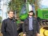 - Nykykoneiden tekniseen kehitykseen ja luotettavuuteen olemme oikein tyytyväisiä mutta pitää muistaa että ammattitaitoiset kuljettajat ovat silti tärkeimmässä roolissa, muistuttavat Erkki Hannula Oy:n yrittäjäveljekset Harri (vas.) ja Kari)