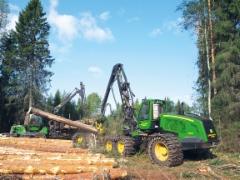 Erkki Hannula Oy urakoi puuta Pohjois-Pohjanmaalla Junnikkala Oy:n sahalle sekä jonkin verran myös Metsänhoitoyhdistyksille ja yksityisille metsänomistajille