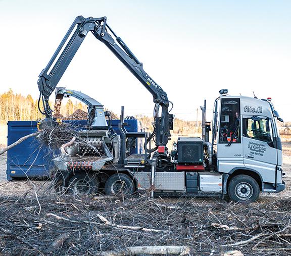 Haketuspalvelu J. Mickos Oy on työskennellyt Volvo FH:n alustalle rakennetulla Bruks 606.2 autohakkurilla toista tuhatta tuntia.