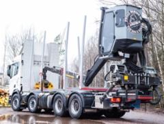 AMMATTILEHTI KOEAJAA: Scania R 650 8x4 SuperMax puutavara-auto - Ajoon valmis kokonaisuus