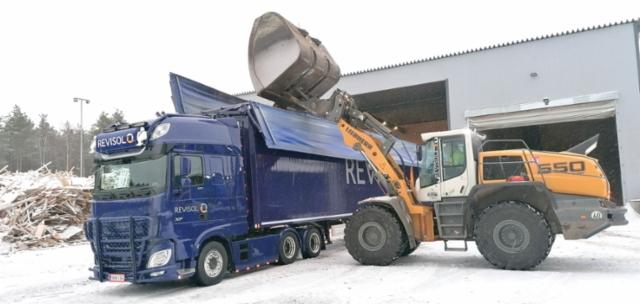 Revisol Oy on kiertotalouteen erikoistunut yritys, joka käsittelee ja kuljettaa erilaisia jätteitä kierrätykseen sekä jatkojalostukseen energiaksi.
