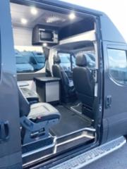 AMMATTILEHTI KOEAJAA: Iveco Daily 35S21H retkeilyauto - liikkuva työmaaruokala