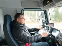"""- Ohjaamon puolelta """"Sähkö-FE"""" eroaa dieselsisarestaan vain mittaritaulun osalta, totesi Ammattilehden toimituspäällikkö Tero Lahtinen."""