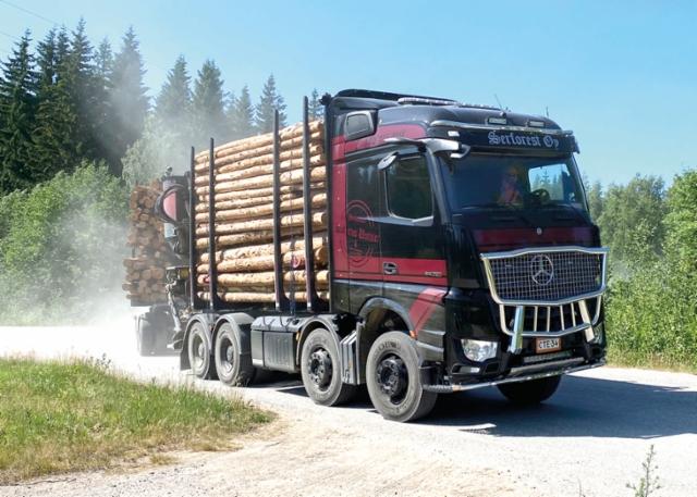 Jo ensimmäiset keikat ovat osoittaneet että Saksan insinöörit ovat tehneet jälleen hyvää työtä: uusi Arocs on entistäkin mallia parempi ajaa ja polttoainetaloudellisempi.