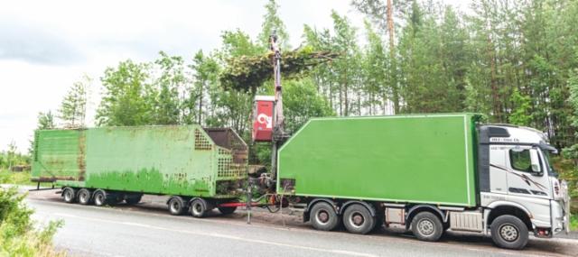 Ville Pajun arkeen tutustuttiin pikaisesti Espoon ja Helsingin tonttityömailla. Kaksi paikkaa kolmessa tunnissa; mukaan sopi kuorman siirto urakoiden välissä autosta kärryyn.